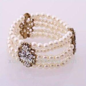 Jewelry - Pearls bracelet